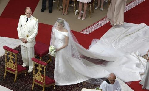 robe mariage Charlene Princesse de Monaco.jpg