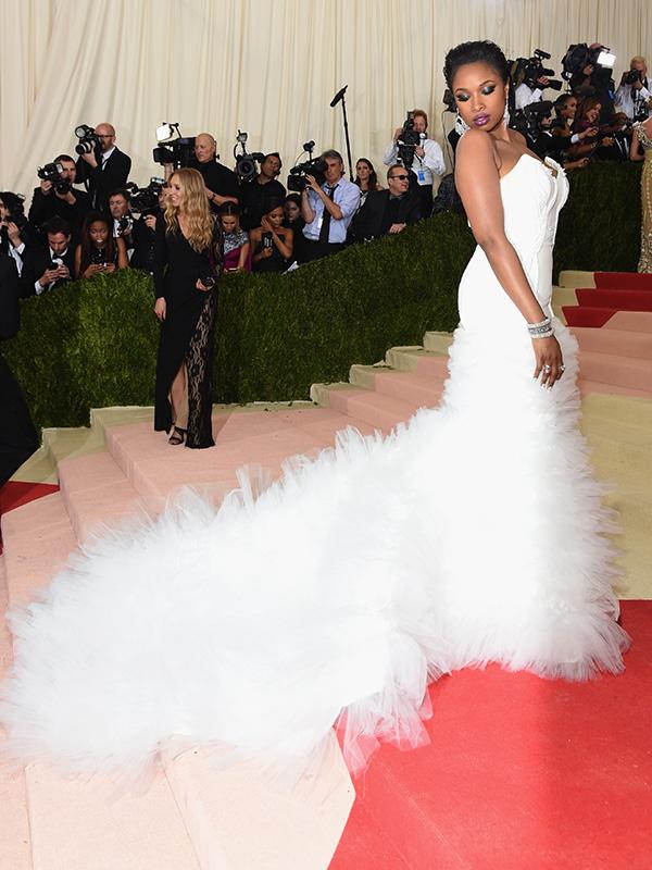 Robe de soiree blanche avec traine