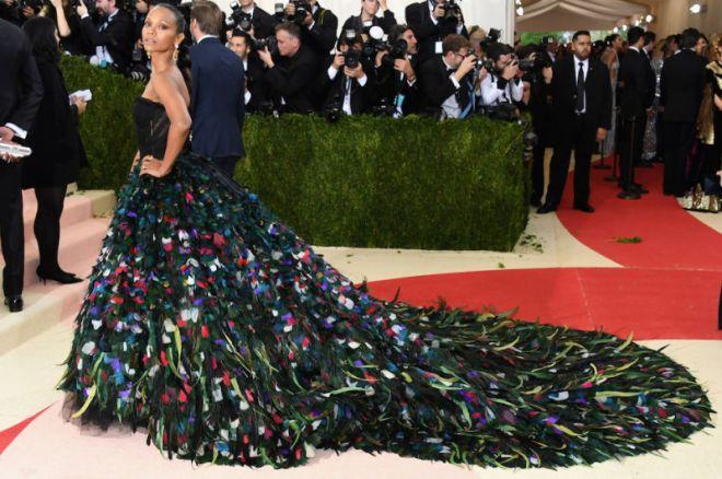 Zoe Saldana robe splendide.jpg