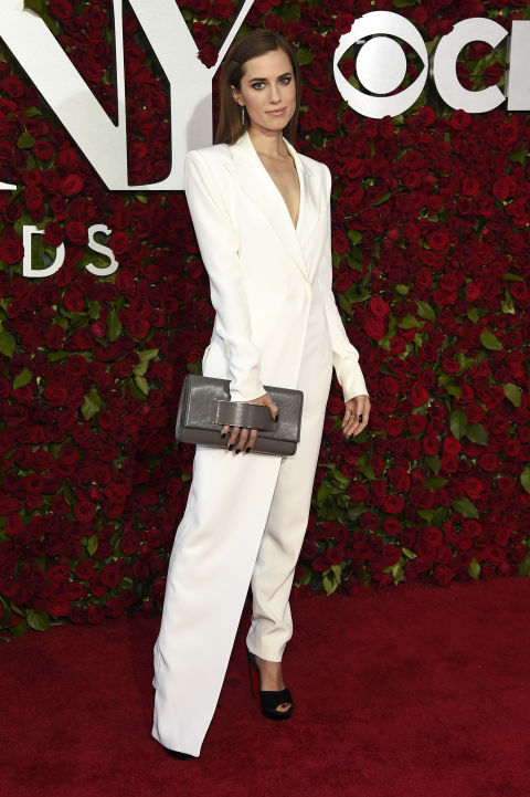 Allison Williams tenue blanche 2016 Tony Awards.jpg