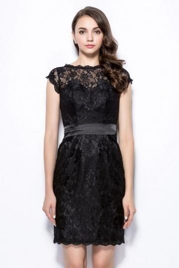 Petite robe noire en dentelle en colure illusion pour soirée.jpg