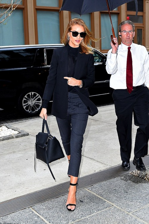 Rosie Huntington-Whiteley cool tenue.jpg