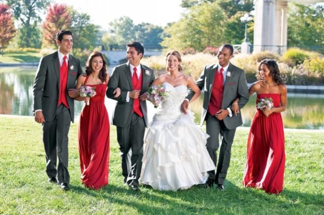 garçons d'honneur tuxedo gris+robe rouge.jpg