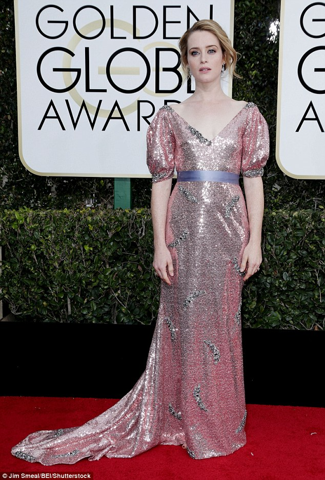 Claire Foy robe rose.jpg