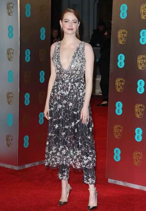 Emma Stone Bafta 2017 tenue en robe sequins.jpg