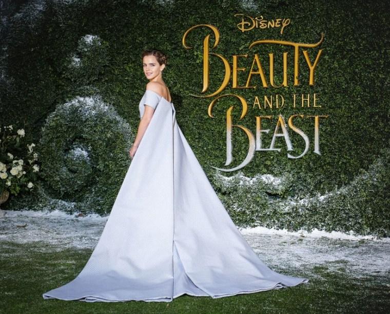 Emma Watson vole la vedette en robe de conte de fées bleu