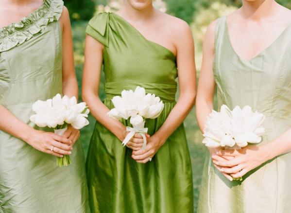 Robe vert greenery pour cortège mariage.jpg