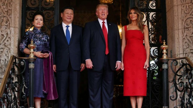 Donald Trump et Melania Trump & Xi Jinping Peng Liyuan 2017.jpg