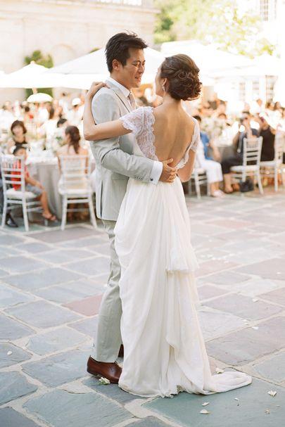 robe de mariage dos nu avec danse